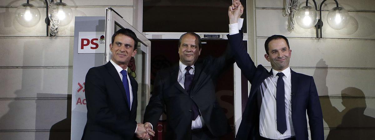 Manuel Valls, Jean-Christophe Cambadélis et Benoît Hamon sont réunis au siège du PS après les résultats de la primaire, le 29 janvier 2017, à Paris.