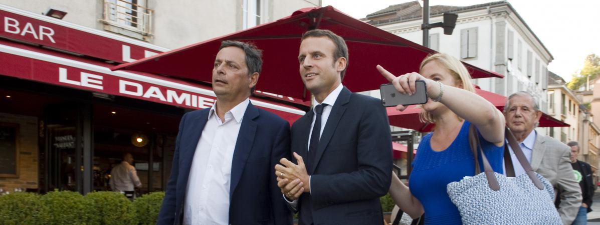 Le député PS du Cantal, Alain Calmette, en compagnie du candidat à la présidentielle, Emmanuel Macron, le 7 septembre 2016 à Aurillac.