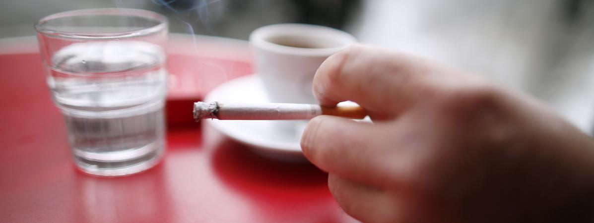 interdiction de fumer dans les lieux publics dix ans apr s toujours autant de fumeurs et de d c s. Black Bedroom Furniture Sets. Home Design Ideas