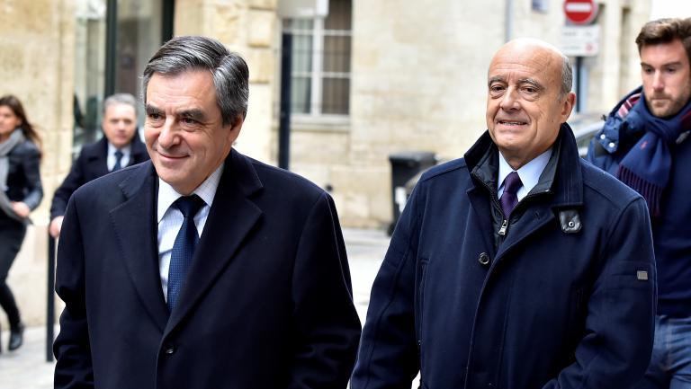 Le candidat des Républicains François Fillon rend visite à Alain Juppé, à Bordeaux (Gironde), le 25 janvier 2017.
