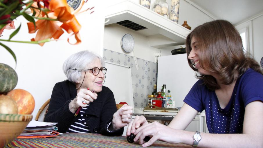 france info seniors tudiants seniors partagez un espace de vie en colocation. Black Bedroom Furniture Sets. Home Design Ideas
