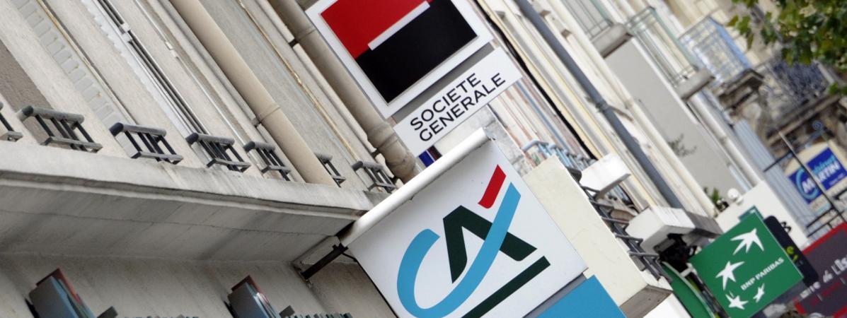 Les logos des trois banques françaises, Crédit Agricole, Société Générale et BNP Paribas.