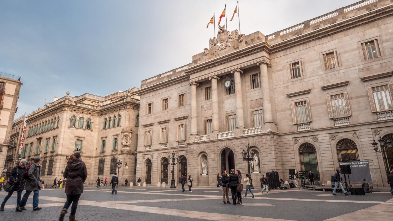 En Direct Du Monde La Mairie De Barcelone En Espagne Encourage Les D Nonciations Anonymes De