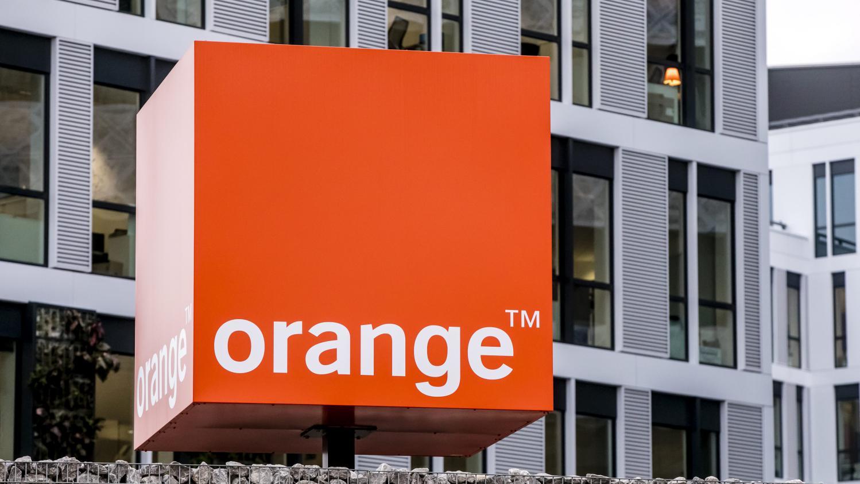 carrefour et orange l 39 assaut de la banque mobile. Black Bedroom Furniture Sets. Home Design Ideas