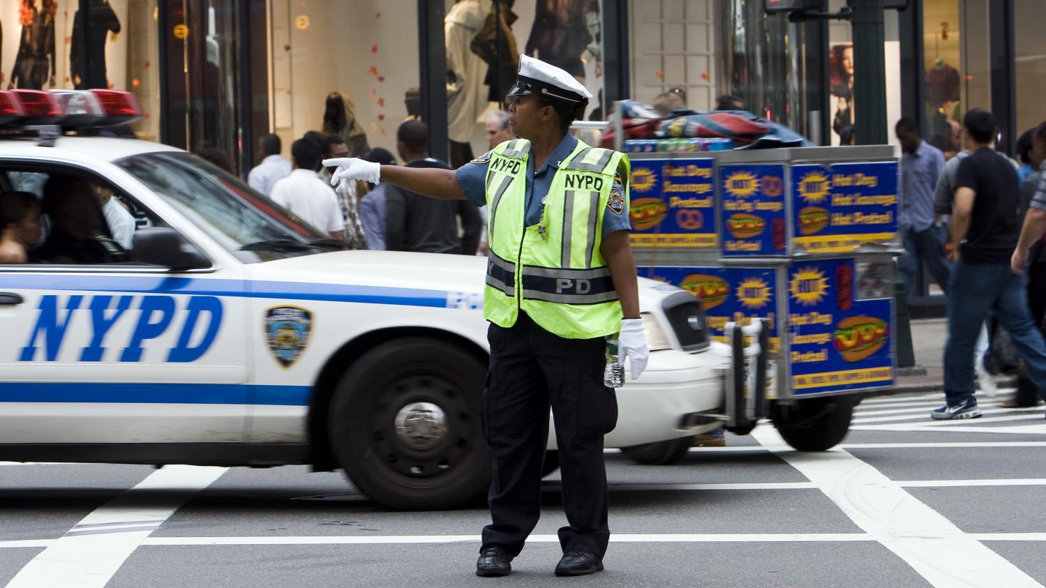 c 39 est comment ailleurs la police des polices new york. Black Bedroom Furniture Sets. Home Design Ideas