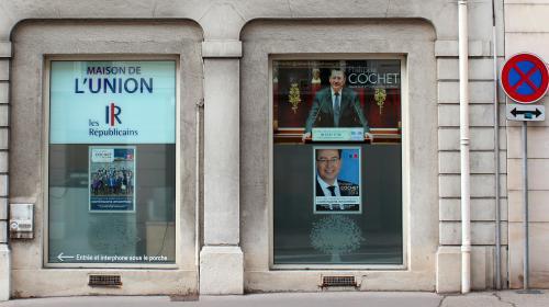 """ENQUETE FRANCEINFO. Le travail """"nébuleux"""" de Laëtitia Cochet, assistante parlementaire et épouse de député"""