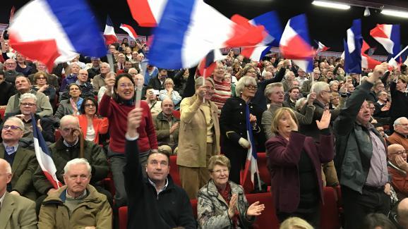 Tous les militants de François Fillon ont pu rentrer dans le meeting malgré le filtrage de militants CGT.