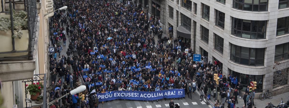 Espagne 160 000 Manifestants Barcelone Pour R Clamer L 39 Accueil Des R Fugi S