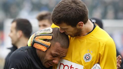 Serbie: un joueur brésilien quitte la pelouse en larmes après avoir été la cible de cris racistes