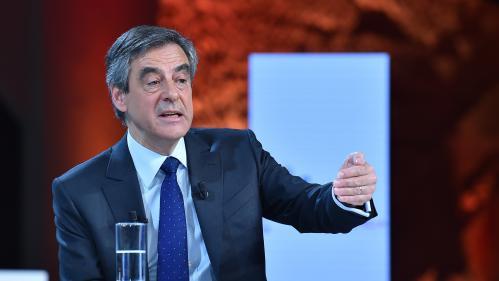 """Présidentielle : Fillon remonte dans les intentions de vote et double un Macron en difficulté, selon un sondage de """"l'Express"""" et BFMTV"""