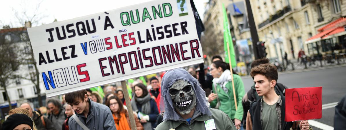 Une manifestation contre les pesticides, le 26 mars 2016, à Paris.