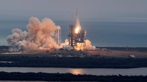 SpaceX va envoyer deux touristes autour de la Lune fin 2018