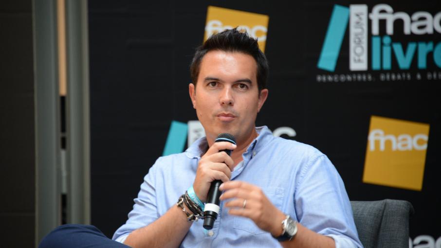 Maxime chattam boycotte le prix d 39 entr e excessif du for Prix entree salon du bourget 2015