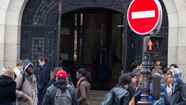 Mobilisation contre les violences policières : la proviseure d'un lycée parisien légèrement blessée