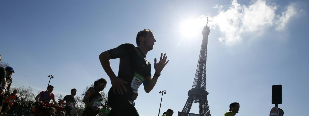wholesale dealer 74500 f812b Un coureur lors du marathon de Paris, le 3 avril 2016.