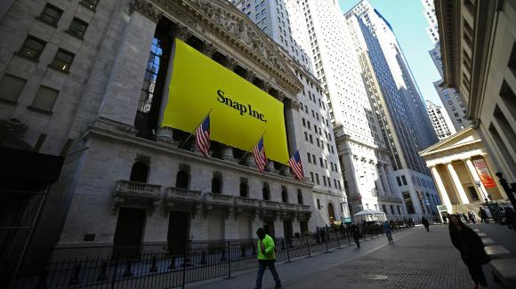 Une bannière Snap sur le New York Stock Exchange, la bourse de New York, le 2 mars.