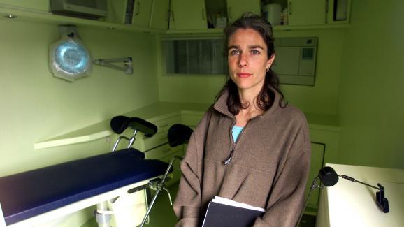 sur le bateau de l 39 avortement les femmes acc dent l 39 ivg en pleine mer. Black Bedroom Furniture Sets. Home Design Ideas