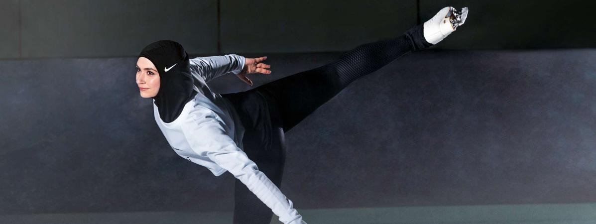 La patineuse Zahra Lari porte un hijab de la marque Nike, dans un dossier de presse communiqué le 6 mars 2017.
