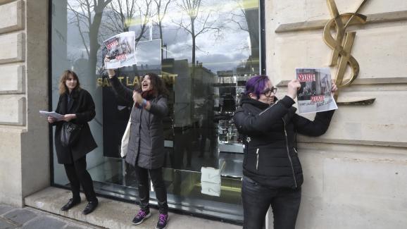 Yves Saint Laurent a retiré ses affiches — Publicité