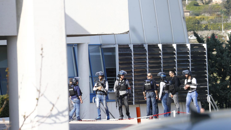 Coups de feu dans un lyc e grasse les armes illicites for Salon des armes a feu
