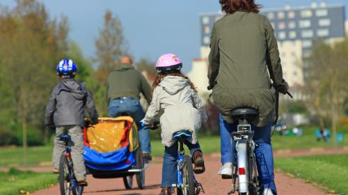 Vélo : le port du casque pour les moins de 12 ans devient obligatoire