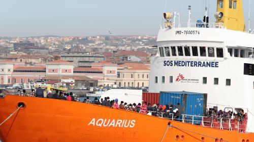 """VIDEO. Un bébé naît à bord de """"L'Aquarius"""", le bateau qui réalise des sauvetages de migrants en Méditerranée"""