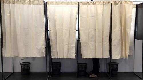 Présidentielle : isoloirs, urnes, bulletins de vote... Les entreprises qui fabriquent le matériel électoral sont aussi en campagne