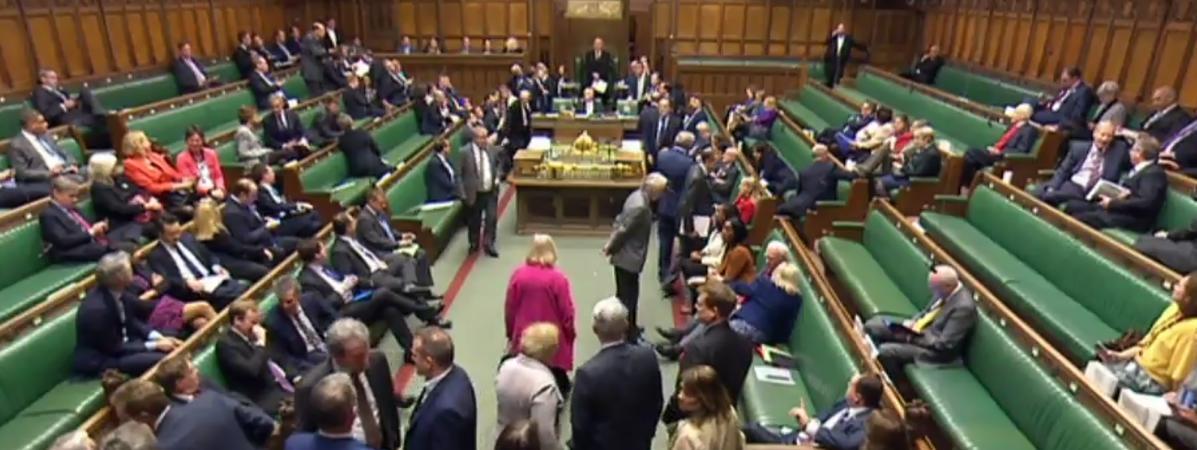 Capture d\'écran d\'une retransmission de la séance à la Chambre des communes, le 22 mars 2017, à Londres (Royaume-Uni), après une suspension causée par une attaque à proximité de Westminster.