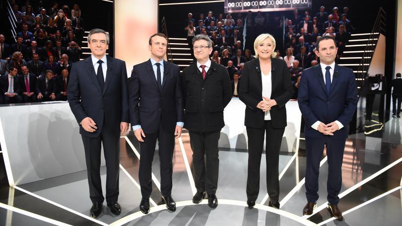 Les SMS de Fillon, le verre de blanc d'Hamon, la chaise de Le Pen... Les petites anecdotes du premier débat de la présidentielle