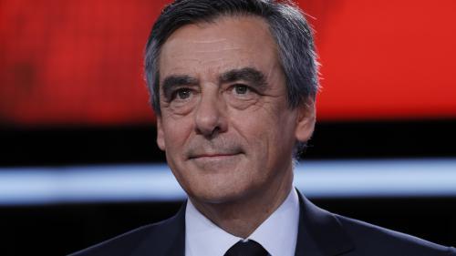 """VIDEO. Fillon accuse Hollande d'animer un""""cabinetnoir"""", le chef de l'Etat """"condamne desallégations mensongères"""""""