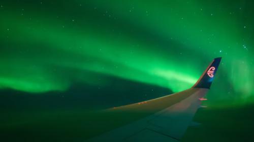 VIDEO. Les aurores boréales du pôle Sud observées depuis un avion