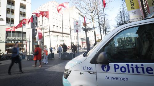 """Anvers : le suspect qui a tenté de foncer sur la foule a été inculpé pour """"tentative d'assassinat à caractère terroriste"""""""
