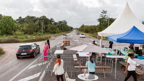 VIDEO. Barrages routiers, magasins fermés... La Guyane entame son premier jour de grève illimitée