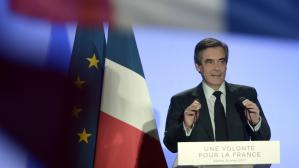 François Fillon change de train pour échapper à un concert de casseroles