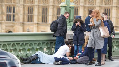 Témoin de l'attaque de Londres, une femme voilée devient la cible des internautes