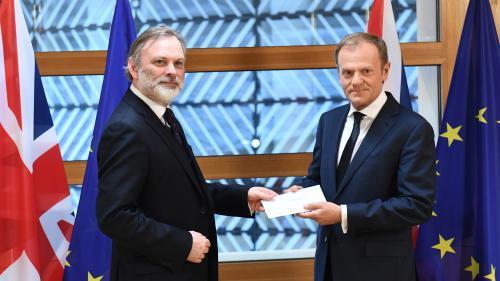 """""""Partenariat spécial"""", """"accord ambitieux""""... Ce que contient la lettre de Theresa May déclenchant le Brexit"""