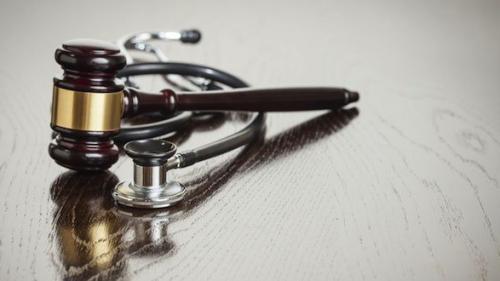 Besançon : l'anesthésiste mis en examen pour sept empoisonnements reste libre
