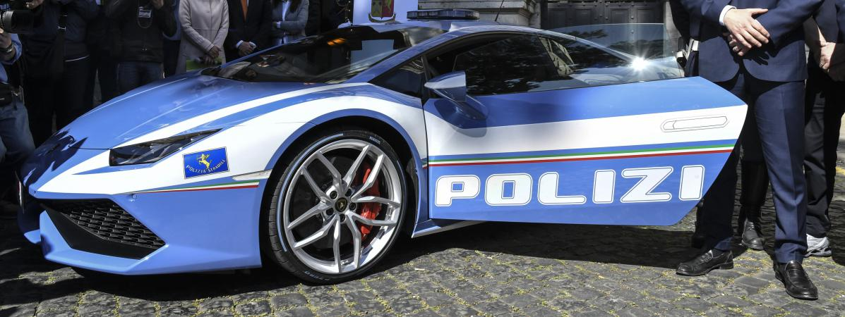 la police italienne se dote d 39 une lamborghini pour rattraper les chauffards. Black Bedroom Furniture Sets. Home Design Ideas