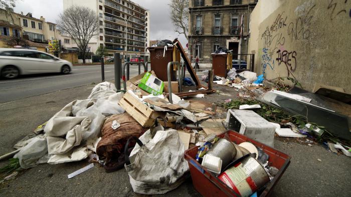Marseille : le coup de gueule d'un commerçant contre les décharges sauvages