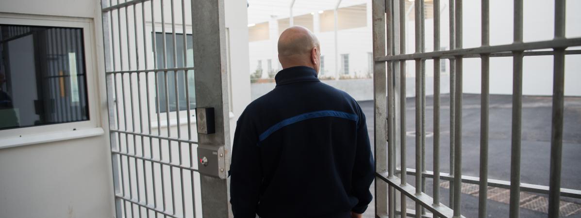 Un gardien à la prison des Baumettes à Marseille, le 9 décembre 2016.