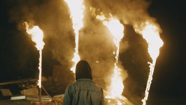 """""""On veut rediaboliser le FN"""" : No One Is Innocent et Darcy brûlent des masques à l'effigie de Marine Le Pen dans un clip"""