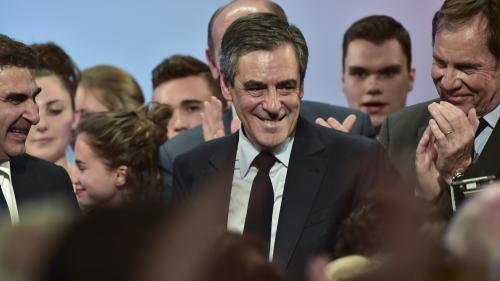 VIDEO. Présidentielle: François Fillon, l'asde la menace