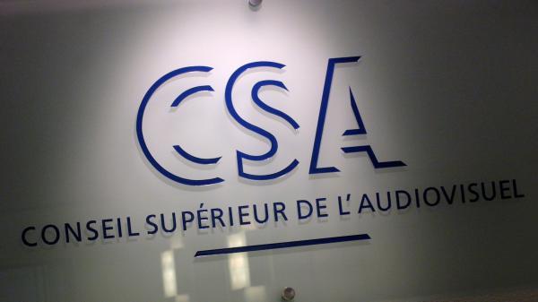 Oui, le CSA interdit bien les drapeaux français dans les clips de campagne... mais comme à chaque présidentielle