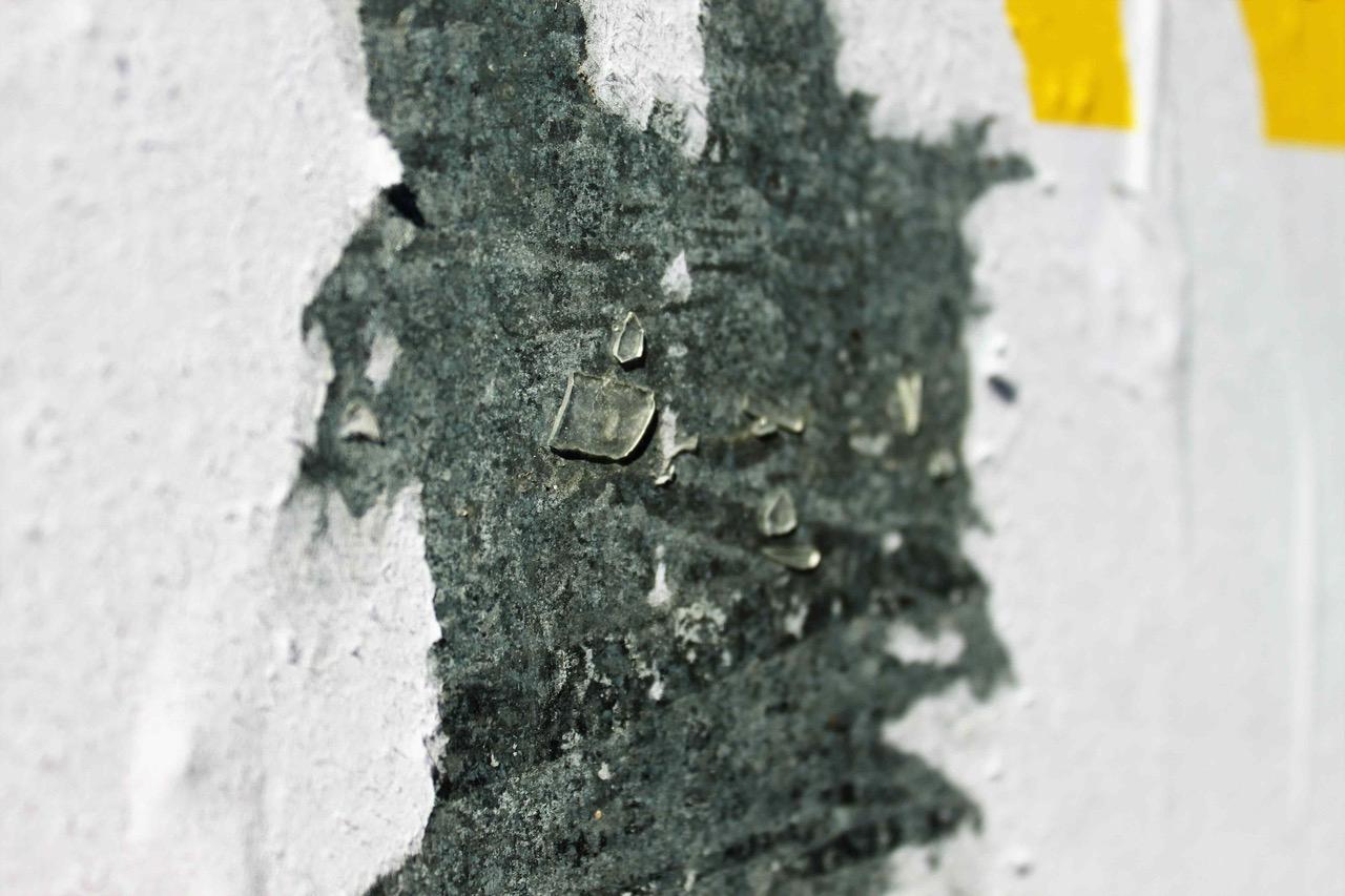 Calvados : des affiches du FN collées avec du verre brisé