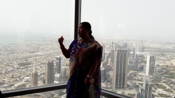 Dubaï vu d'en haut, avec, au loin, son lac artificiel .