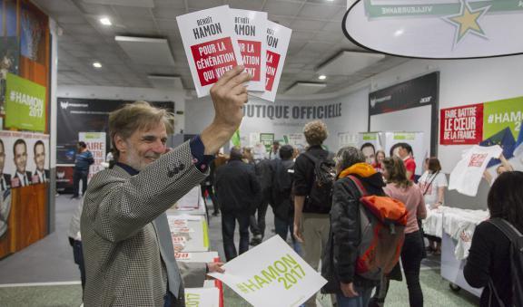 Un militant socialiste au meeting de Benoît Hamon à Villeurbanne (Rhône), le 11 avril 2017.