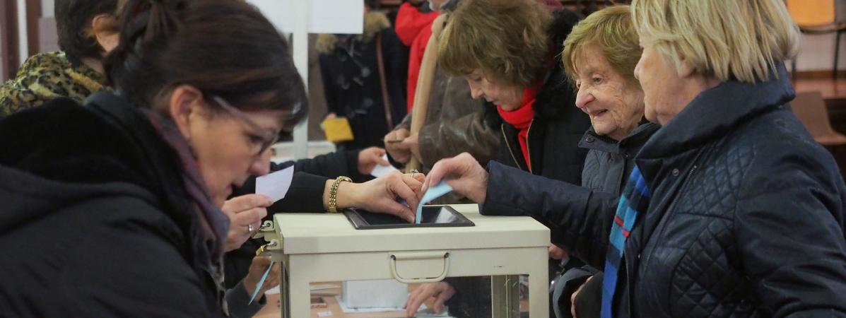 Des électrices lors du premier tour de la primaire de la gauche, en janvier 2017 à Perpignan. Image d\'illustration.