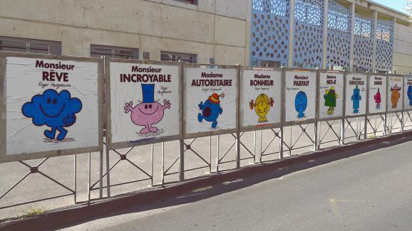 Un street-artiste relooke les panneaux des candidats — Montpellier