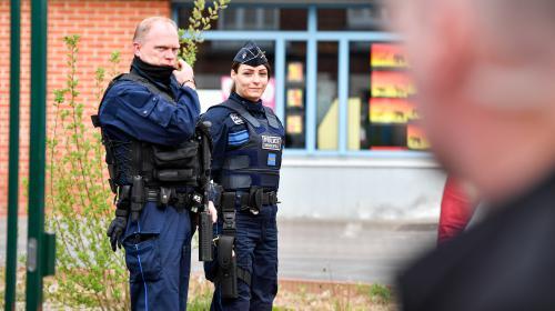 """Présidentielle : il y a des patrouilles """"autour des bureaux de vote"""" et des policiers """"lourdement armés en réserve"""""""