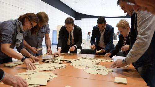 EN IMAGES. Présidentielle : d'improbables bulletins de vote découverts lors du dépouillement